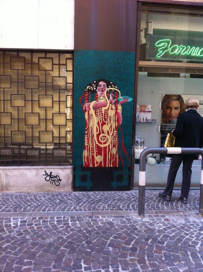 Klimt style street art in Padova