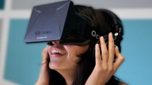 woman tries out oculus rift